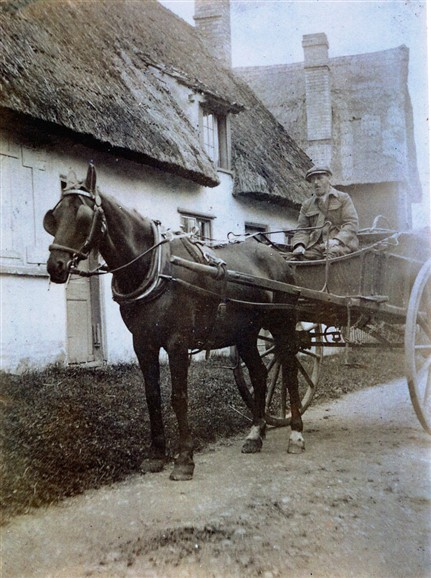 Photo:Horace Bagstaff delivering bread for Parcell's bakery