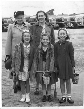 Photo:Peggy Miller with her mother, daughter, and young friends on a seaside outing