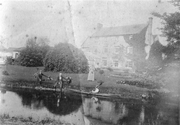 Photo:The Roads family on the river at Malton