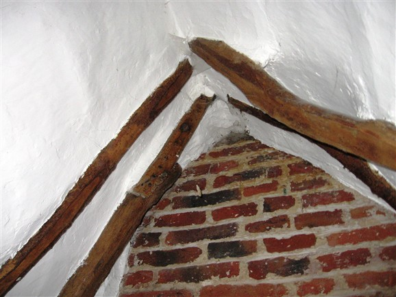 Photo:Orwell cottages did not generally have ridge timbers.  This one is typical.