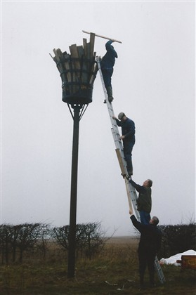 Photo:Fuelling the Beacon. From top to bottom - Mark Robinson, John Reid, Bob Bryant, and David Miller